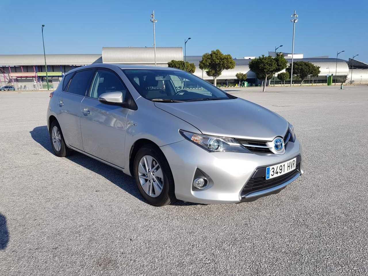 Toyota Auris ocasión segunda mano 2014 Híbrido por 12.500€ en Málaga