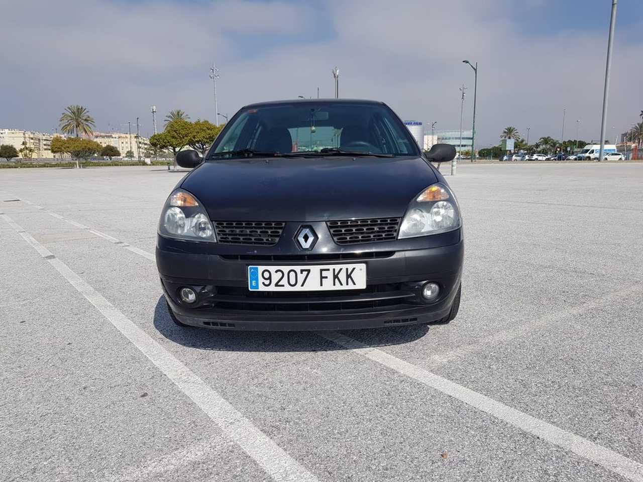 Renault Clio 2 ocasión segunda mano 2007 Gasolina por 2.800€ en Málaga