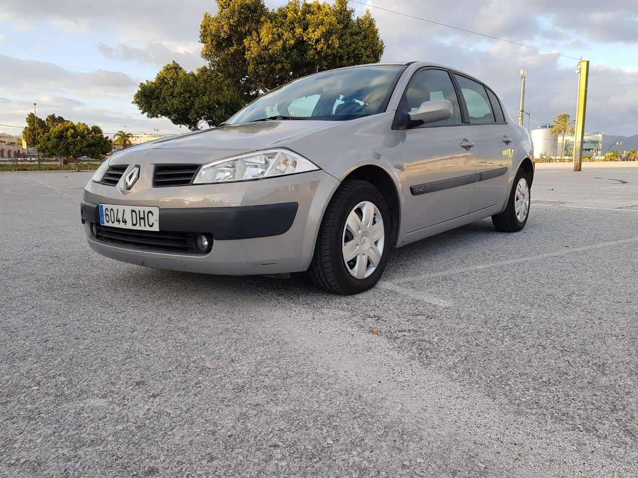 Renault Megane Sedan ocasión segunda mano 2005 Diésel por 3.900€ en Málaga