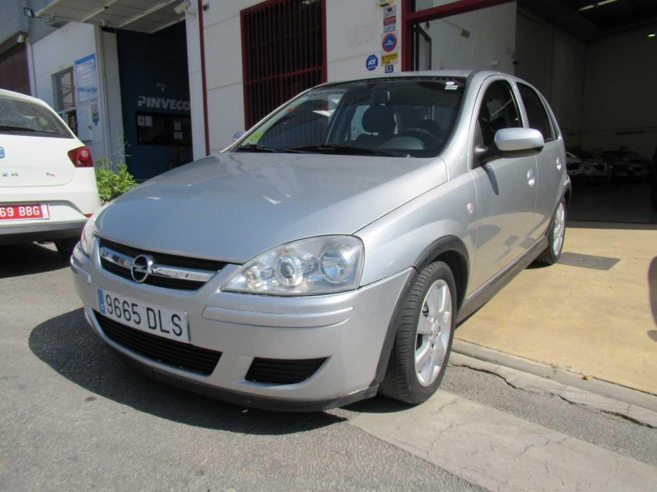 Opel Corsa ocasión segunda mano 2005 Gasolina por 4.500€ en Málaga
