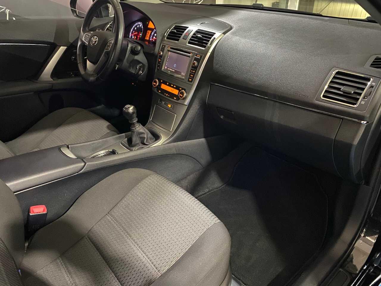 Foto Toyota Avensis 8