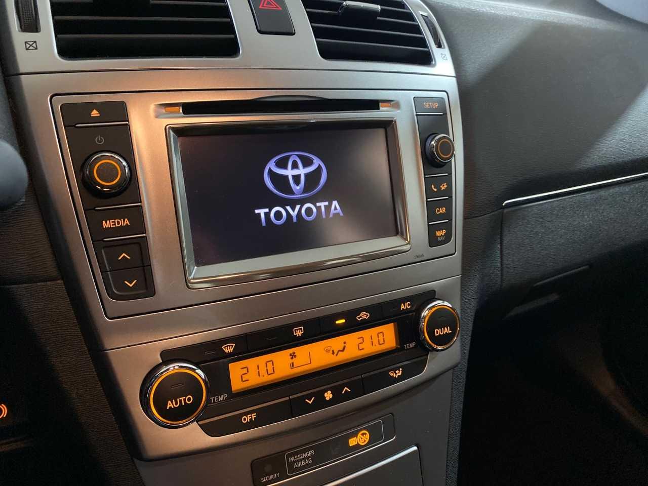 Foto Toyota Avensis 12