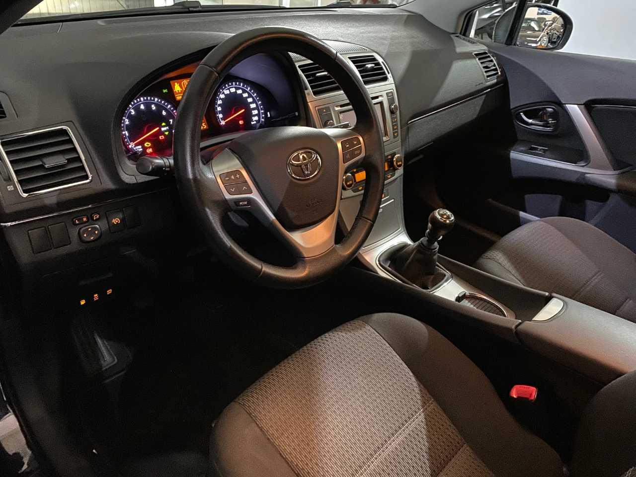 Foto Toyota Avensis 13