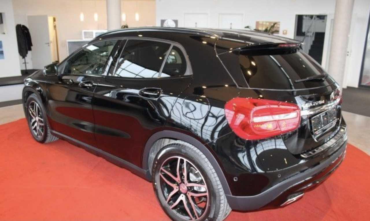 Foto Mercedes-Benz GLA 6