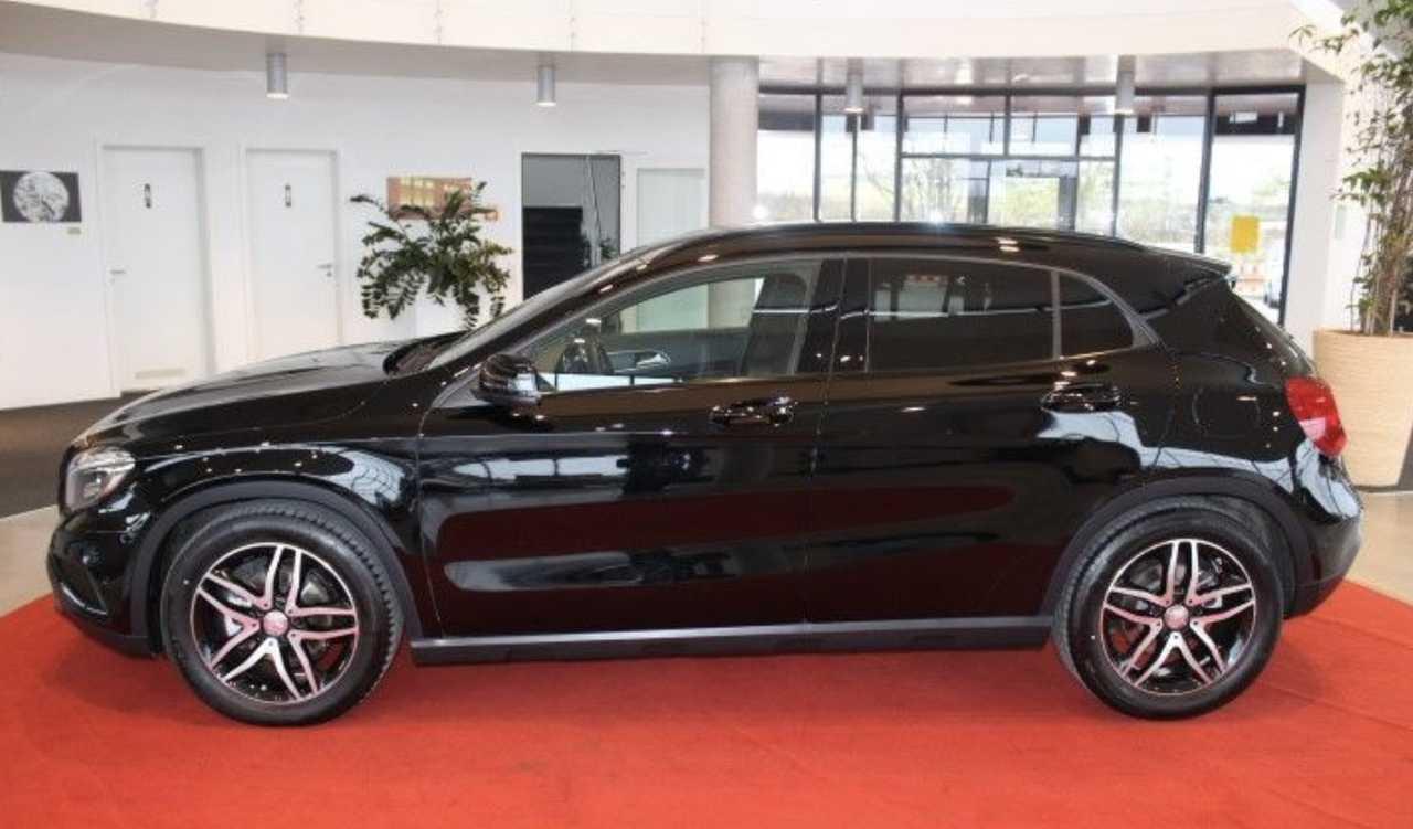 Foto Mercedes-Benz GLA 2