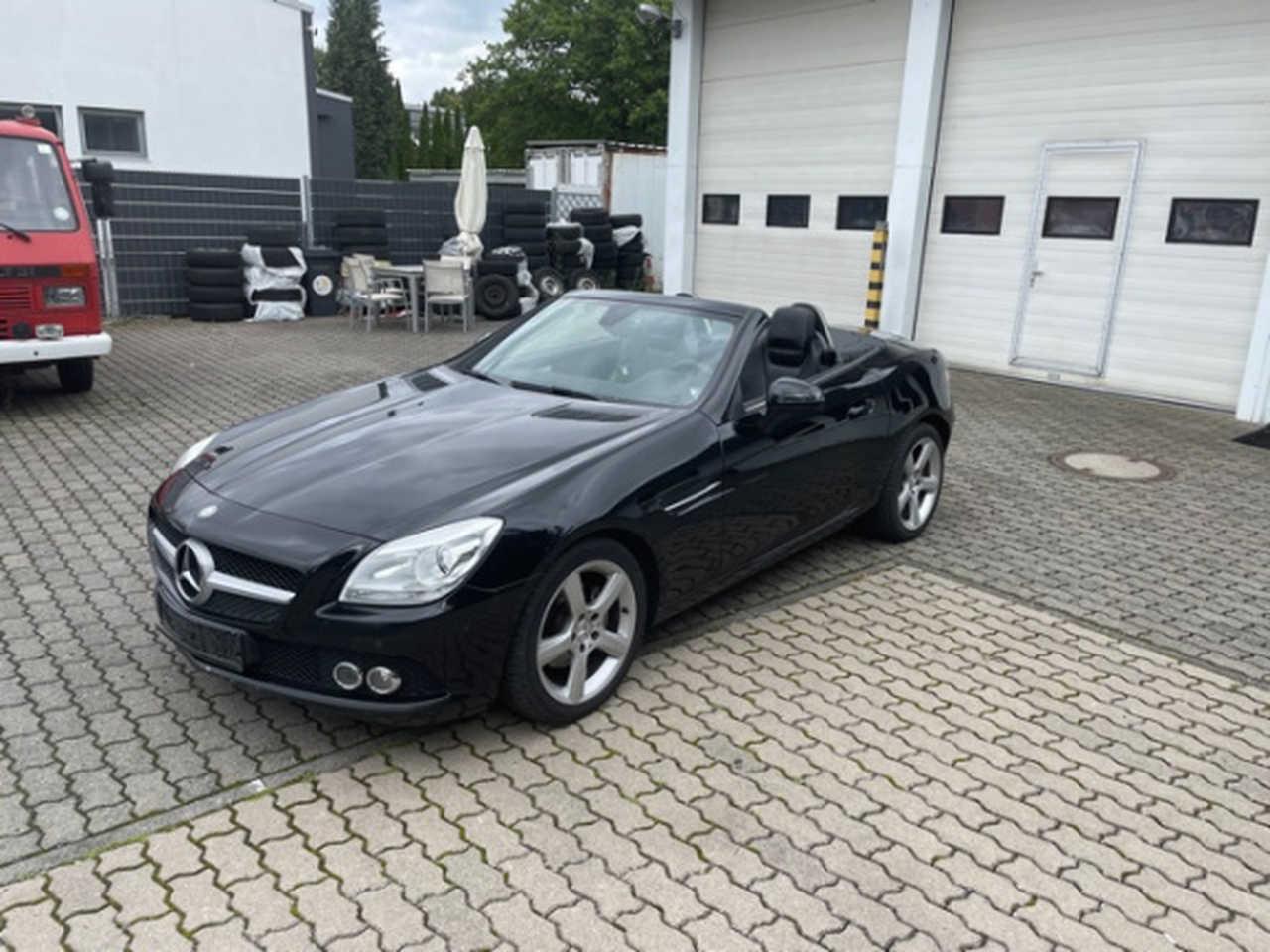 Mercedes Benz Clase SLK ocasión segunda mano 2011 Gasolina por 18.900€ en Girona